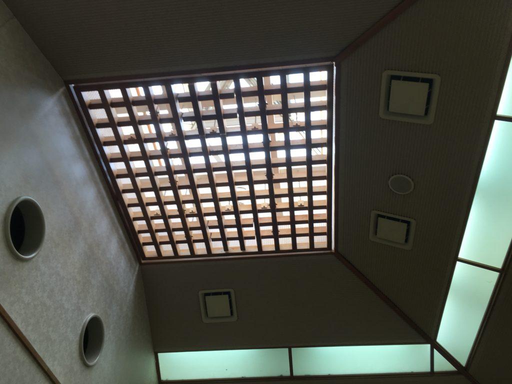 別所の湯の休憩所の天井